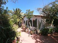 Ferienwohnung 1362141 für 4 Personen in Isola Rossa