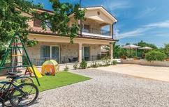 Ferienhaus 1366894 für 9 Personen in Santalezi