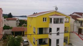 Ferienwohnung 1369835 für 6 Personen in Pakoštane