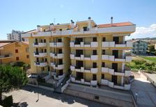 Semesterlägenhet 1371346 för 2 vuxna + 2 barn i Alba Adriatica
