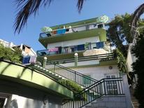 Appartement 1377443 voor 5 personen in Baska Voda