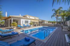 Ferienhaus 1379745 für 10 Personen in Olhos de Água