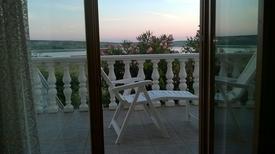 Apartamento 225055 para 2 adultos + 2 niños en Kustići