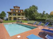 Gemütliches Ferienhaus : Region San Baronto für 16 Personen