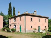 Holiday apartment 391337 for 4 adults + 1 child in Arezzo