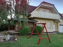 Ferienhaus 424967 für 8 Personen in Balatonmariafürdö