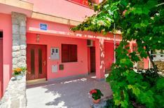 Appartement de vacances 439563 pour 2 adultes + 1 enfant , Crikvenica