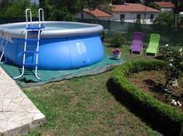Ferienwohnung 439841 für 6 Personen in Potpićan
