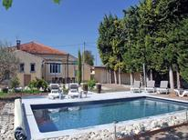 Ferienhaus 485718 für 9 Personen in L'Isle-sur-la-Sorgue