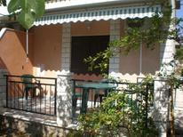 Ferienwohnung 496839 für 2 Erwachsene + 2 Kinder in Poljica bei Trogir