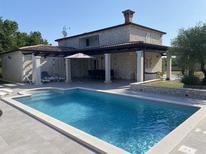 Ferienhaus 497134 für 8 Personen in Zikovici