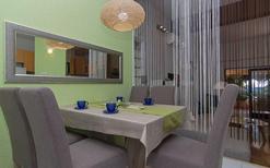 Ferienwohnung 642639 für 4 Erwachsene + 2 Kinder in Makarska
