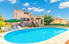 Ferienhaus 644761 für 8 Personen in Fažana-Surida