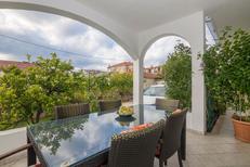 Ferienwohnung 653916 für 6 Personen in Trogir
