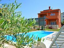 Ferienhaus 662164 für 10 Personen in Novigrad