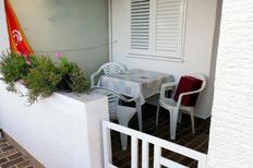 Appartement 663227 voor 4 personen in Povljana