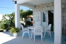 Holiday apartment 663290 for 2 persons in Sućuraj