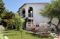 Appartement 667697 voor 5 personen in Baška