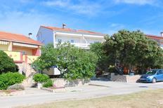 Ferienwohnung 668294 für 3 Personen in Kustići