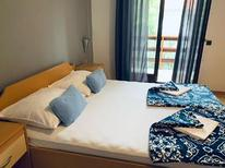 Appartement 673662 voor 2 personen in Starigrad-Paklenica