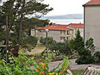 Appartement 675336 voor 2 personen in Baska Voda