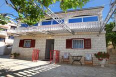 Appartamento 678949 per 4 persone in Seget Vranjica
