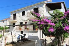 Appartement 679768 voor 8 personen in Sutivan