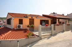 Ferienwohnung 679771 für 4 Personen in Sutivan