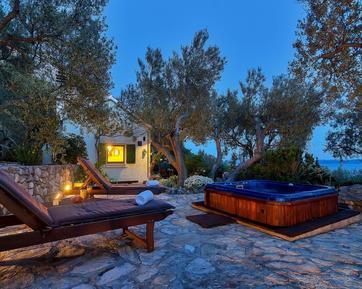 Casa de vacaciones 685740 para 2 adultos + 2 niños en Makarska