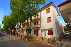 Ferienwohnung 687091 für 4 Personen in Lignano Sabbiadoro