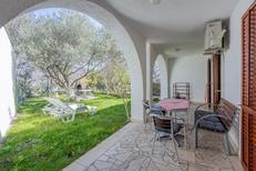 Appartement 694281 voor 6 personen in Baška