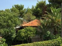 Vakantiehuis 694771 voor 6 personen in Supetar