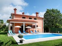 Ferienhaus 721301 für 8 Personen in Santalezi