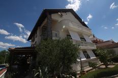 Appartamento 729374 per 4 persone in Pirovac