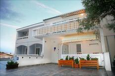 Appartement 730957 voor 2 personen in Baska Voda