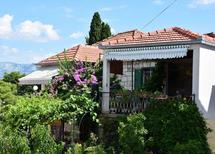 Ferienwohnung 749545 für 7 Personen in Splitska