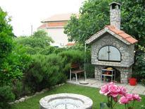 Appartamento 752872 per 7 persone in Pirovac