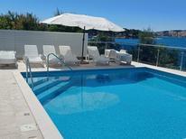 Ferienwohnung 753396 für 8 Personen in Trogir