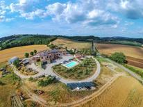 Appartement 760376 voor 3 personen in Asciano