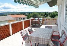 Appartement 793156 voor 5 personen in Vantačići