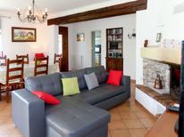 Villa 795719 per 8 persone in L'Isle-sur-la-Sorgue