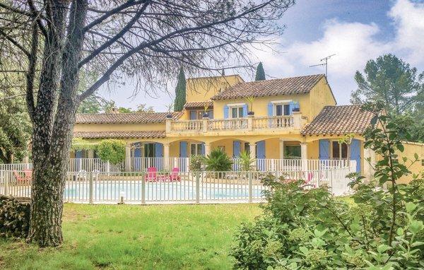 Vakantiehuis voor 8 volwassenen + 2 kinderen in Villetelle ...