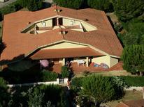 Appartement 808540 voor 7 personen in Giannella