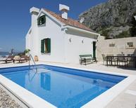 Casa de vacaciones 832290 para 4 adultos + 2 niños en Makarska