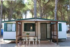 Mobile home 843329 for 4 persons in Cropani