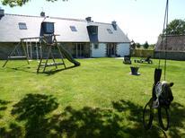 Semesterhus 847890 för 6 vuxna + 1 barn i Plourin