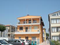 Semesterlägenhet 860769 för 7 personer i Lido di Jesolo