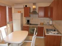 Appartement 874222 voor 5 personen in Baška