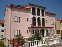 Appartement 876044 voor 4 volwassenen + 4 kinderen in Malinska-Dubašnica