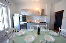 Appartamento 885750 per 4 adulti + 2 bambini in Sveti Ivan